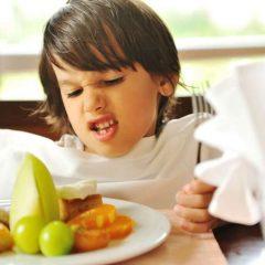"""""""לא צריך לעודד ילדים לאכול"""" וחברו הטוב """"הוא יאכל כשהוא יהיה רעב"""""""